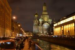 寺庙的复活溢出的血液的俄罗斯救主 圣彼德堡 在河的晚上 库存照片
