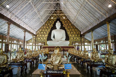 寺庙的大白菩萨 库存照片
