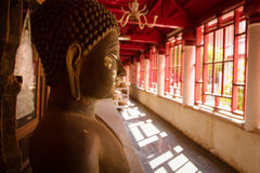 寺庙的泰国菩萨 库存照片