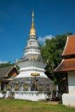 寺庙的白色塔在清迈,泰国公共场所 库存图片