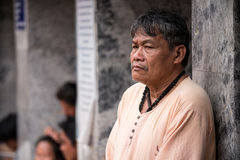 素贴寺庙的老人在清迈 图库摄影