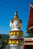寺庙的装饰的金黄片段 库存图片
