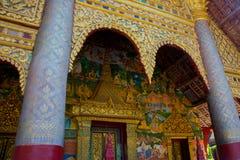 寺庙的装饰的金黄片段 免版税库存图片