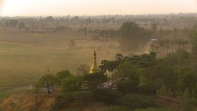 寺庙的金黄塔 股票视频