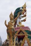 从寺庙的金黄角度 免版税库存照片
