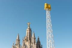 寺庙耶稣耶稣圣心登上的Tibidabo在天空蔚蓝背景,巴塞罗那,西班牙 库存照片