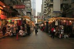 寺庙街道夜市场在香港 免版税库存照片