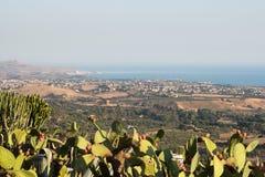 寺庙谷的美好的全景在西西里岛 免版税库存图片