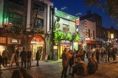 寺庙酒吧在都伯林在晚上 免版税库存照片