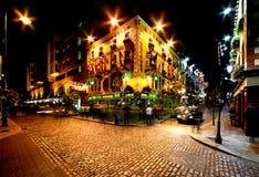 寺庙酒吧街道夜视图在都伯林,爱尔兰 库存图片