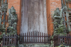 寺庙门, Pura塔曼Ayun 免版税库存图片