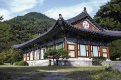 寺庙韩国建筑学天蓝天韩语 免版税库存图片