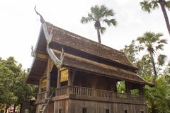 寺庙lanna样式的老泰国木教堂 免版税库存照片
