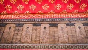 从寺庙Wat Pho的绘画教针灸和远东医学 库存照片