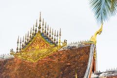 寺庙Wat Siengthon的屋顶在Louangphabang,老挝 特写镜头 复制文本的空间 免版税图库摄影