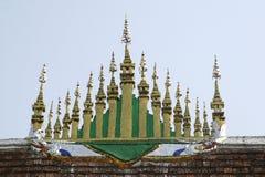 寺庙Wat Xieng皮带屋顶  库存照片