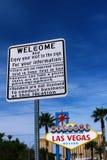 导向板和欢迎向美妙的拉斯维加斯签字 免版税图库摄影