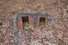 导弹力量老被毁坏的军事基地在爆炸以后的与在wo和防空洞投掷的指挥所 库存照片