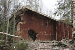 导弹力量老被毁坏的军事基地在爆炸以后的与在wo和防空洞投掷的指挥所 库存图片