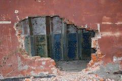 导弹力量老被毁坏的军事基地在爆炸以后的与在wo和防空洞投掷的指挥所 免版税图库摄影