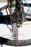 导线、卷和链子金属艺术雕塑 免版税库存照片