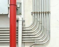 导线保护的铝管材排队的 免版税库存照片