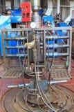 导线线吹灭穿孔的防护设备在船具地板上 免版税库存图片