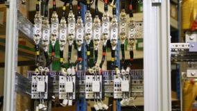 导线连接了到在网络电源箱和设备安定的指挥 影视素材