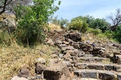 导致古老犹太市的废墟的道路罗马帝国的军队戈兰高地的Gamla毁坏的  免版税图库摄影