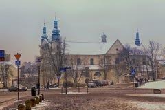 导致圣安德鲁` s传道者教会, 11世纪,老四分之一克拉科夫,波兰的Grodzka街 库存照片