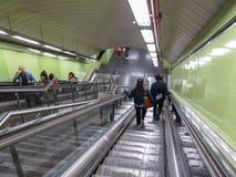 导致地铁的自动扶梯台阶在马德里 免版税库存图片