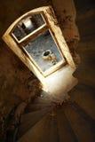 导致堡垒退出的楼梯  免版税库存照片