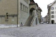 导致大厦的巨型的楼梯 免版税库存图片