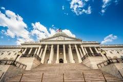 导致对在华盛顿特区的美国国会大厦大厦-著名美国地标的东部门面的台阶 免版税库存图片