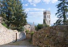导致对La Rocca,阿西西的步 库存图片