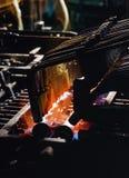 导致有融解的工厂设备多根多头管火炬点燃 库存照片