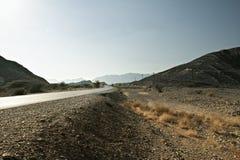 导致沙姆山的路在哈吉尔山在阿曼 免版税库存图片