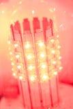 导致的电灯泡闪亮指示 免版税库存图片