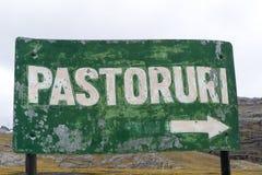 导致Pastoruri的标志在秘鲁 免版税库存照片