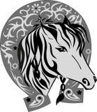 导航一匹马的剪影与马掌,与一个好运标志,马例证的一只宠物的头,在铁的一个样式 免版税库存图片