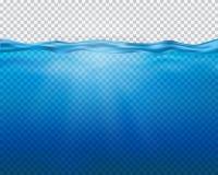 导航与被隔绝的太阳光芒和波浪的蓝色水下的看法  皇族释放例证