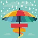 导航在彩虹颜色的伞和雨下落 免版税图库摄影
