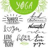 导航手拉的在上写字的覆盖物被设置关于瑜伽和健康生活方式 行情和词组的汇集瑜伽设计的 免版税库存图片