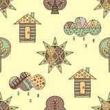 导航手拉的无缝的样式,装饰风格化幼稚房子,树,太阳,云彩 免版税库存图片