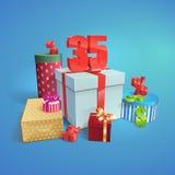 导航有折扣的标志的礼物盒35% 免版税图库摄影