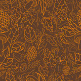 导航秋叶、莓果、草刀片、锥体、橡子秋天元素和模板的样式 浅褐色,橙色 免版税库存图片
