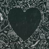 导航肉牛排的心脏在黑板背景白色概述的 库存图片