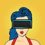 导航戴虚拟现实眼镜的流行艺术惊奇的妇女 库存照片