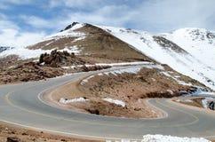 导致派克的峰顶,科罗拉多山顶的路  库存照片
