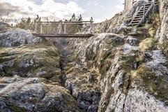 导致在海岛, i上的老小屋的木桥和台阶 库存图片